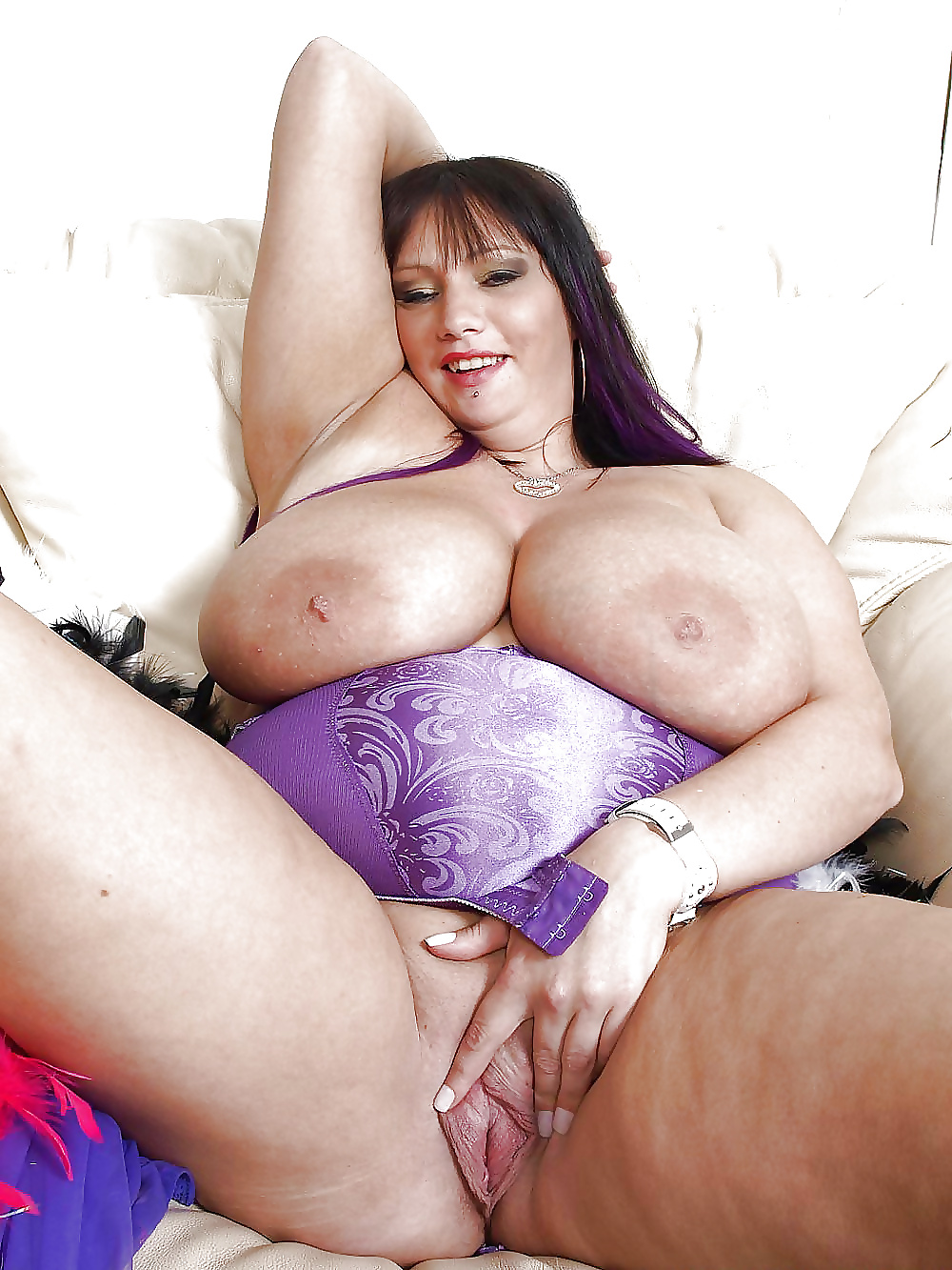 Bbw cougar naked pics — photo 11