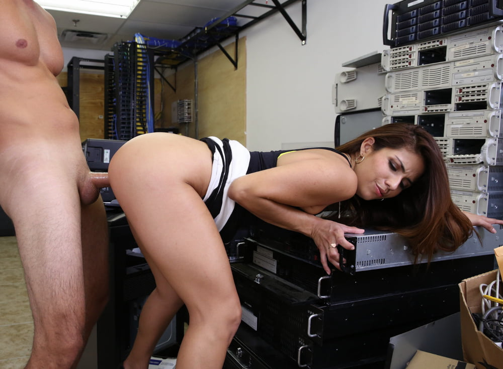 Violet summers ass desperate for a quick fuck