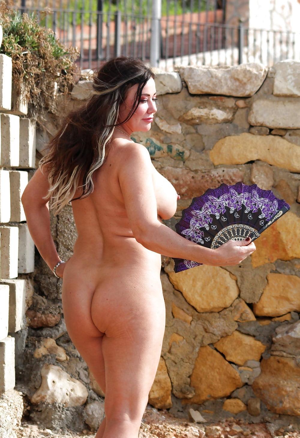 Hot Nude Full lesbian strip tease