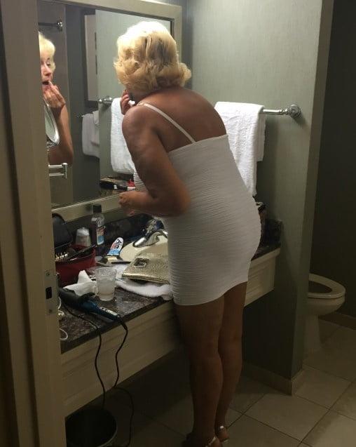 Sexy aunty in bathroom-3422
