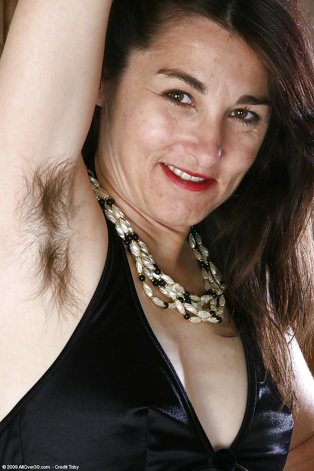 Фото волосатых женщин возрасте поделили