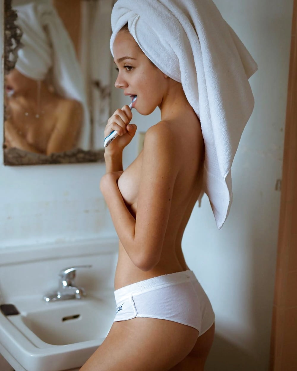 Luxury white combed cotton towels sleep naked