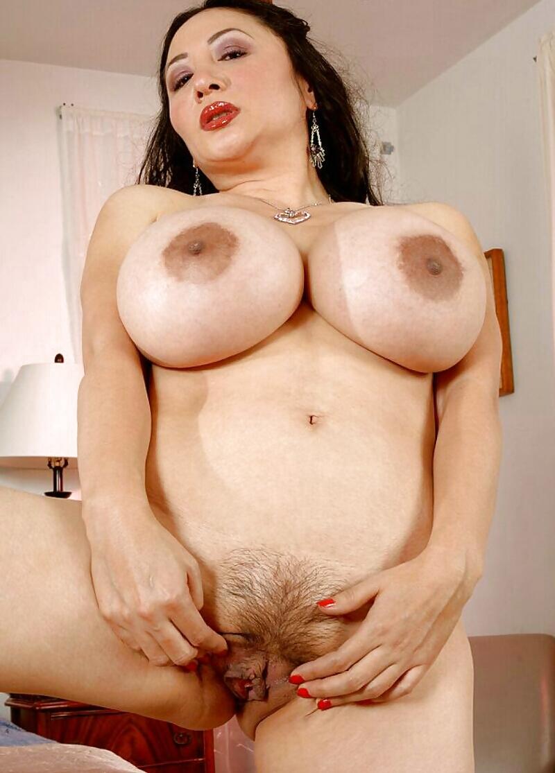 Мега сиськи и пизды голых женщин фото