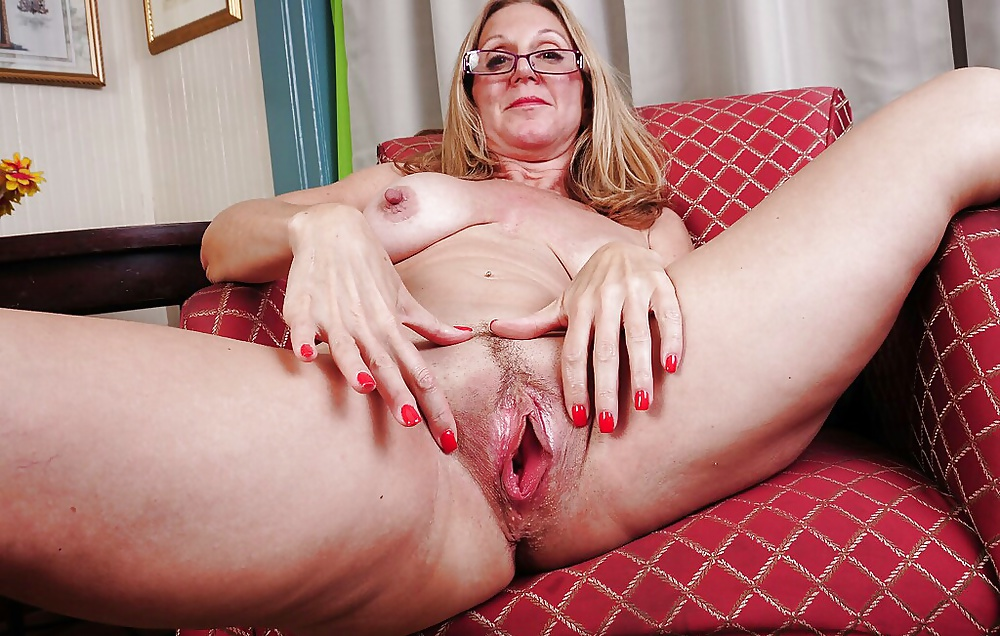 Mature Hairy Cunt While That Mom Was Resting