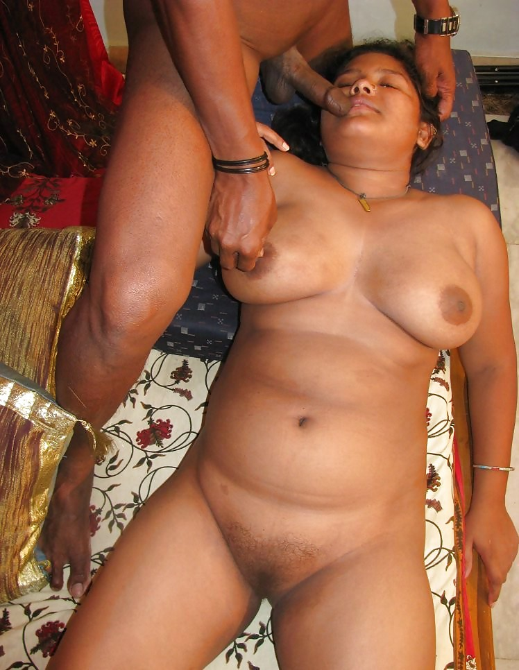 Mature indian aunty late night sex
