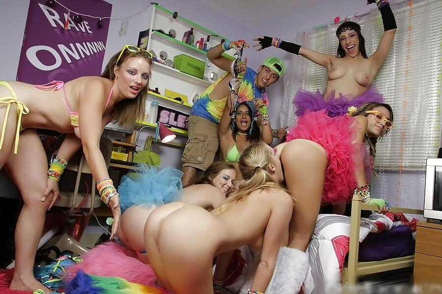 Онлайн лесбиянки пати, фото лесбиянки ебутся в ванной фото много фото