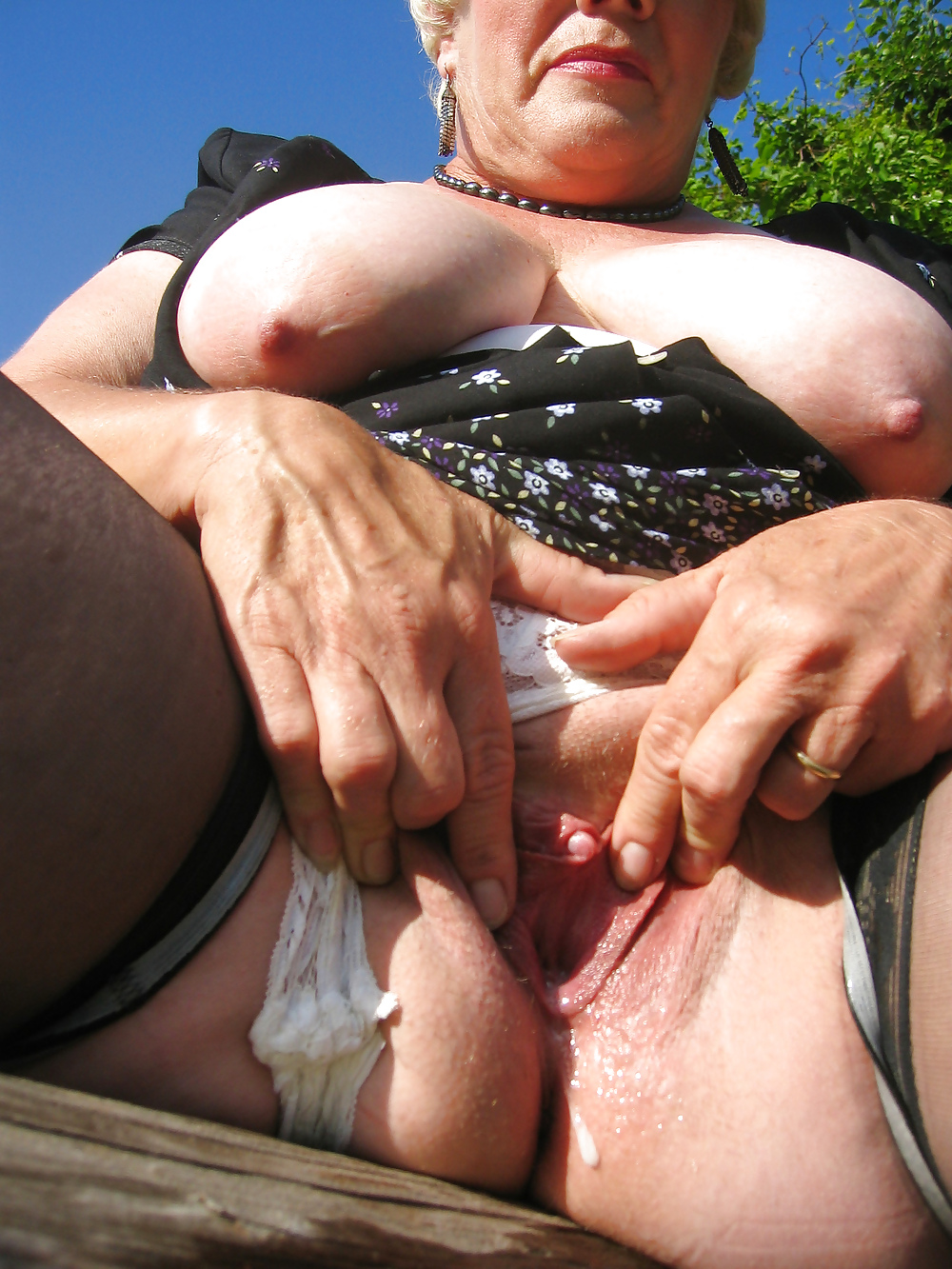 Grandmas clit sex photos — photo 9