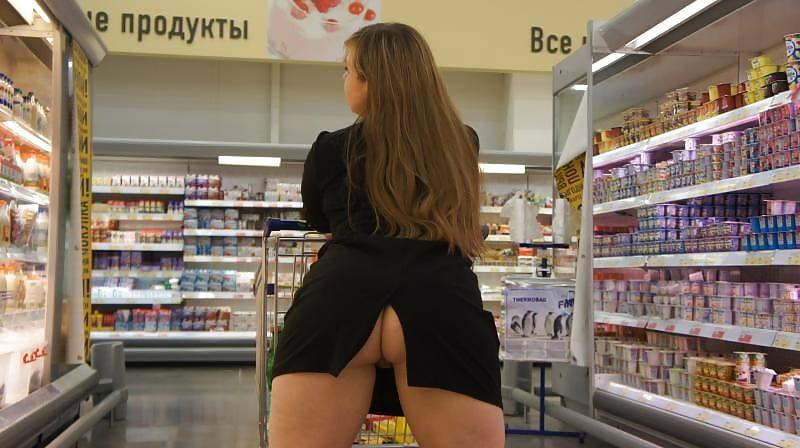 видео девушка без трусов в обувном магазине слабостью магии, огню