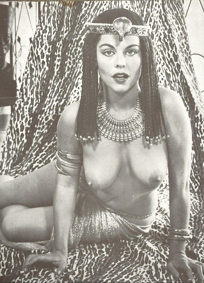 golie-egiptyanki-foto