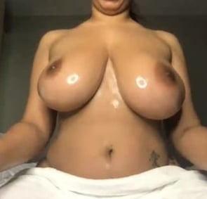 Sexy big tit latina - 14 Pics