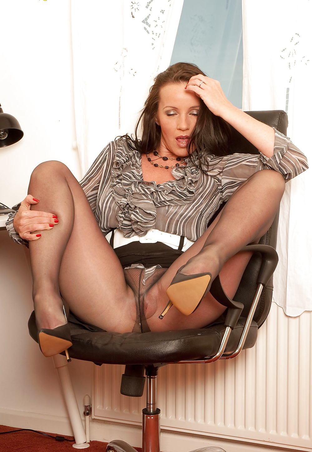 Petite Babe Chloe Toy Strips And Wanks Her Tidy Fluffy Blonde Pussy In Vintage Beige Nylons And Stiletto Pumps