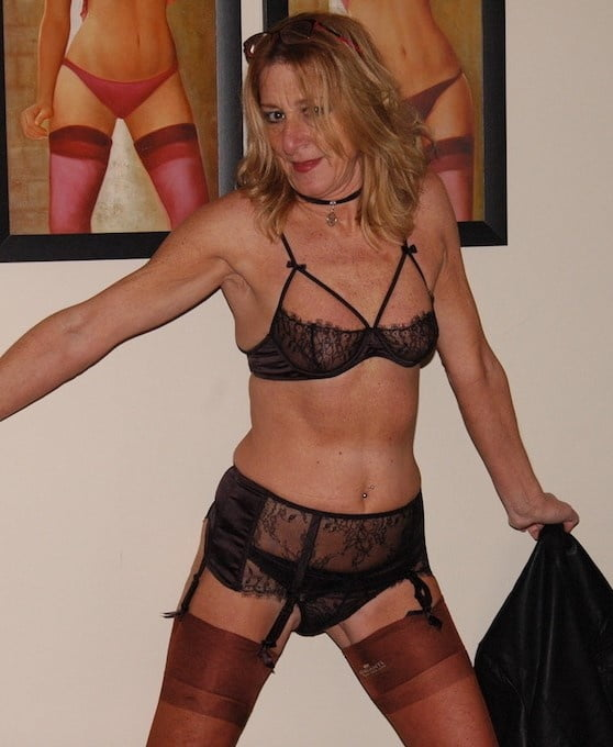 Mature cougar in lingerie-9831