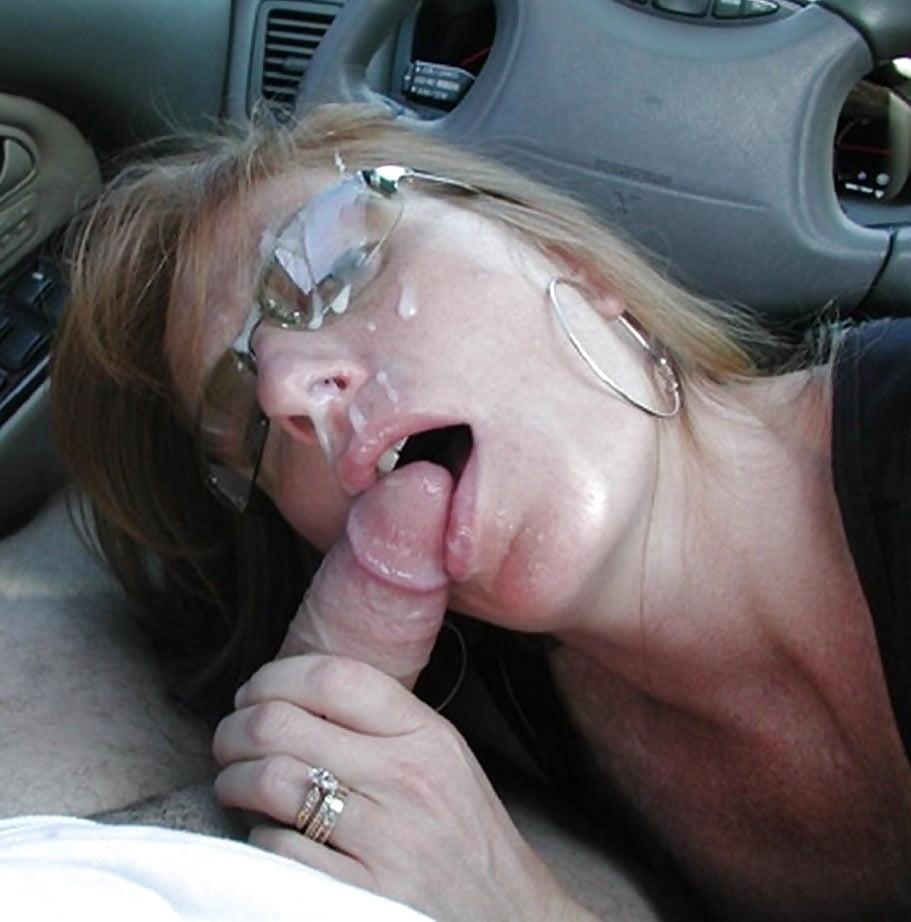 Порно жена сосет мужу в машине