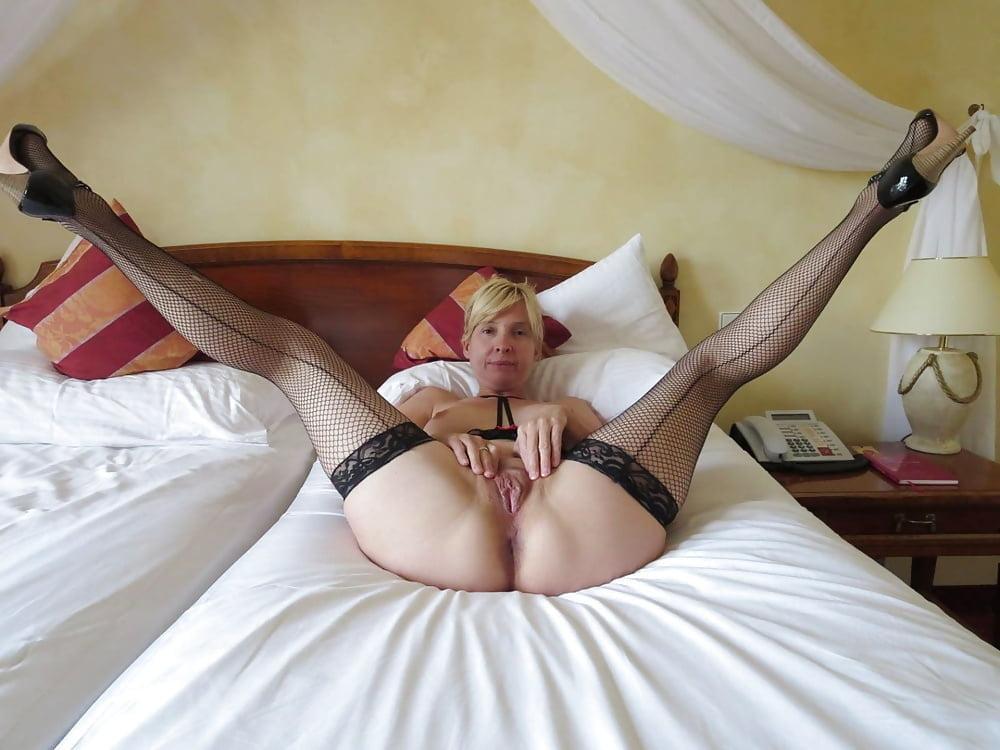 космос, где женщины в колготках в нижнем белье раздвигают ноги порно них есть