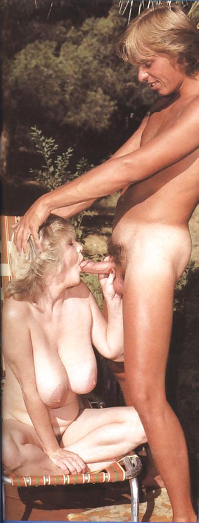 Retro nude mom — photo 13
