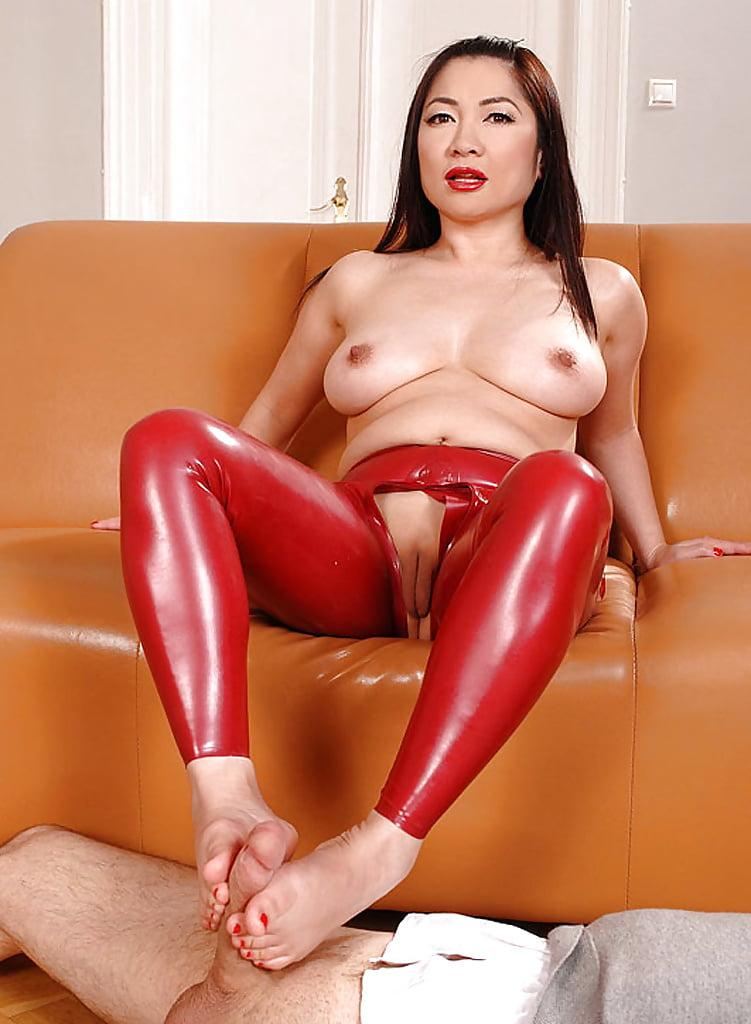 лесбиянки,-возбуждённо сообщил порнухи азиаток в кожаных эти