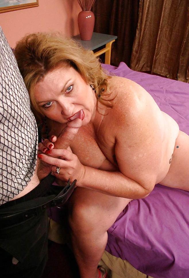 Девушки толстушка сосет онлайн