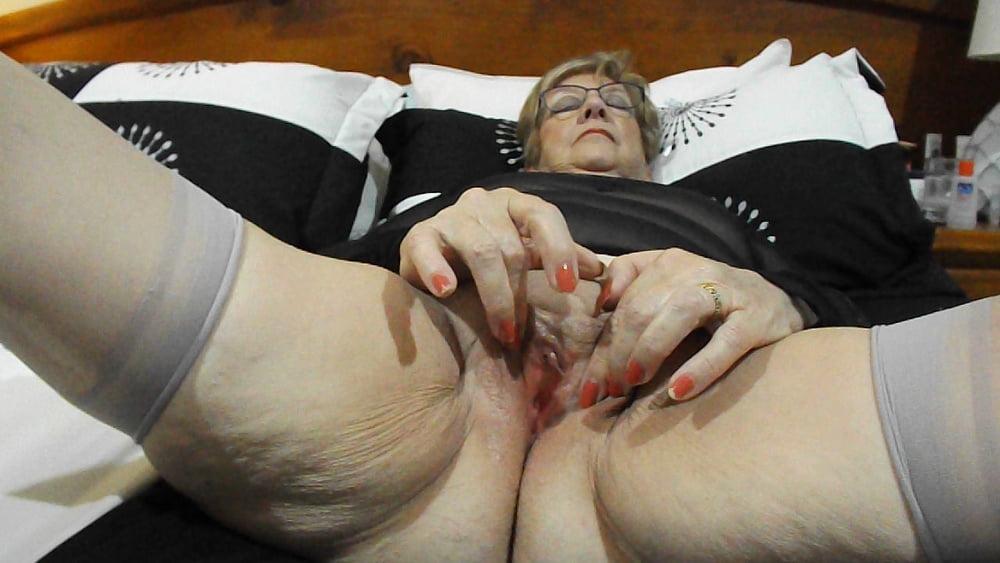 Gemischtrassiger Granny Cosplay Ficksahne