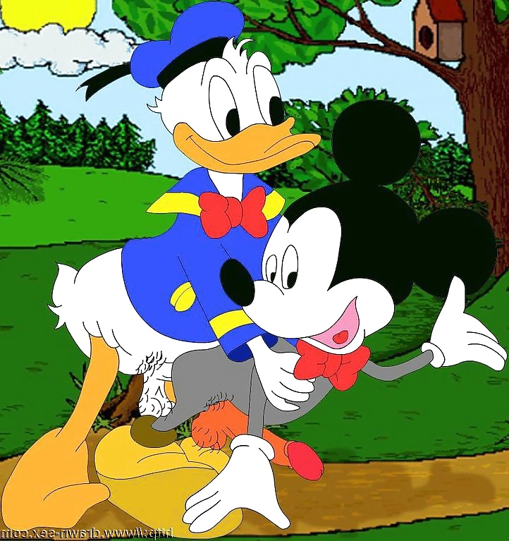 Minnie mouse cheats on partner mickey with his best friend goofy in twitter photos