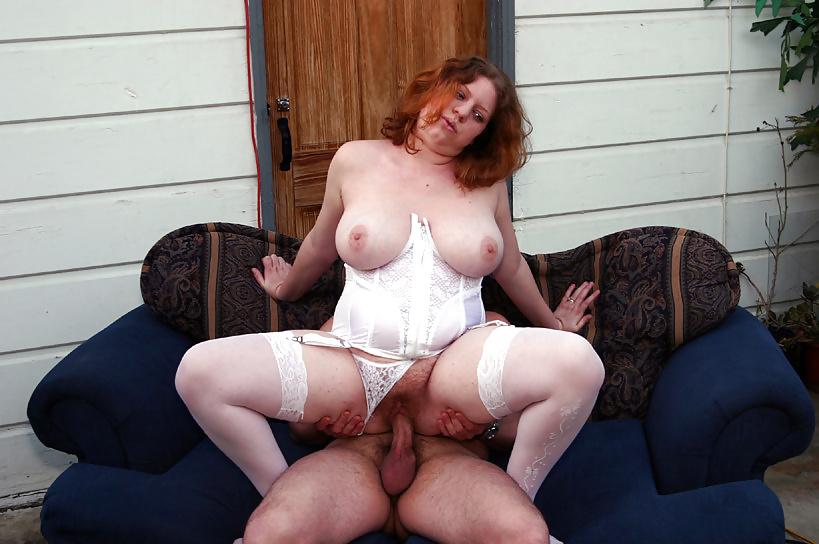 раздевание и ебля пожилой полной волосатой грудастой женщины - 3