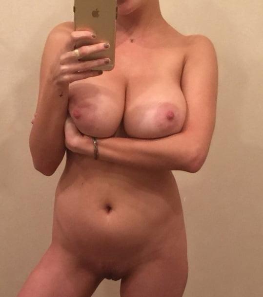 Busty blonde amateur - 20 Pics