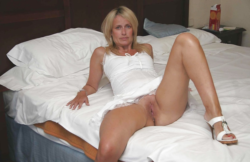 Wife upskirt pics, nude wives porn photos