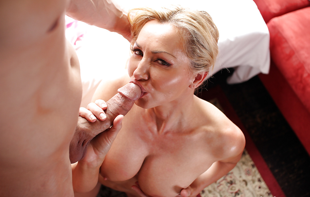 Amateur mature crossdresser deep throat dildo pnp