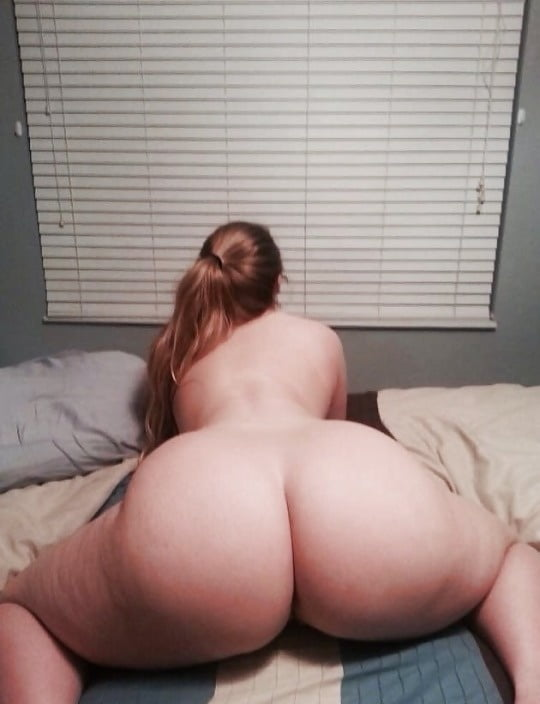 порно фото пухлая девушка с большим задом так