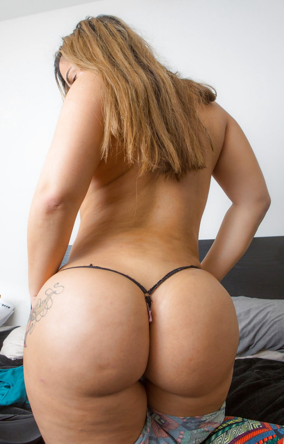 Nude wide white booty, real moms porn gif