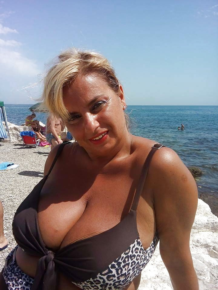 Big breasted nude mature women-6915