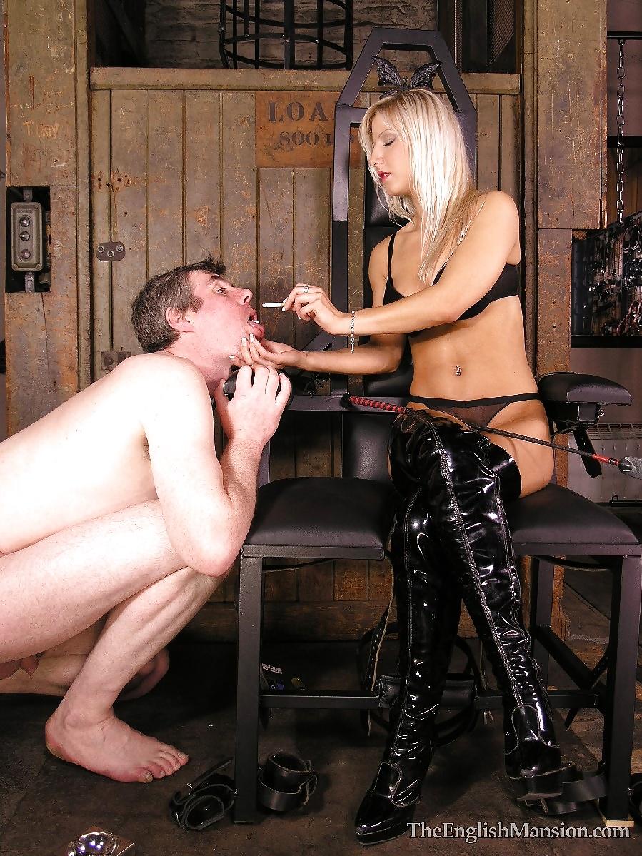 представлены порно фото хозяйка и раб извращение стряхнул