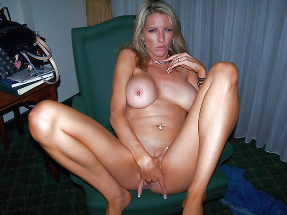 Sexy milf is ready for bed