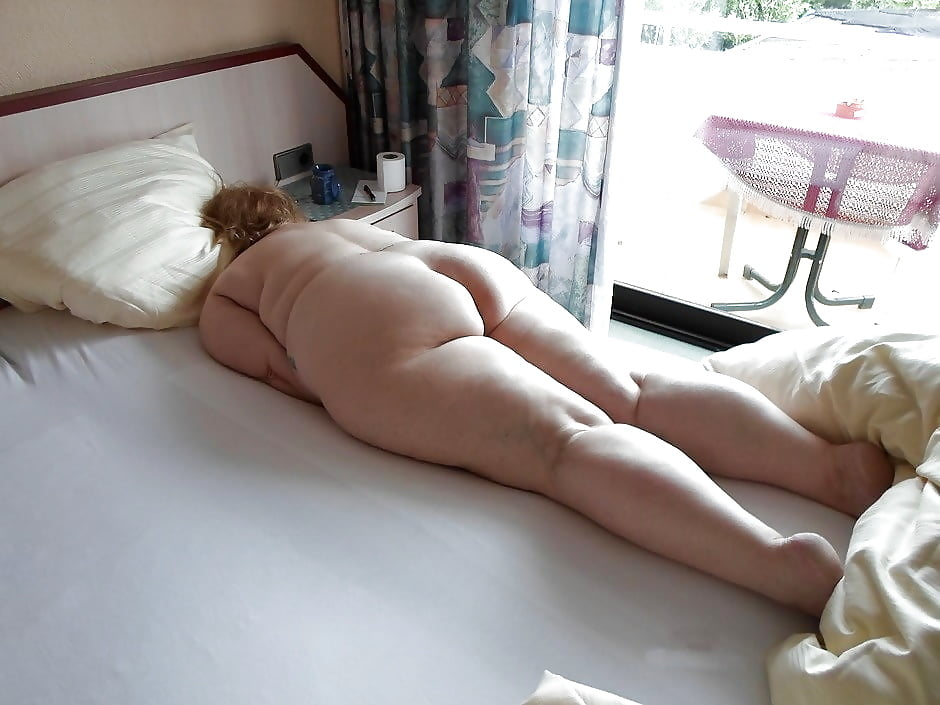 Fat girl waiting naked on bed, free spanking sex and bondage movies