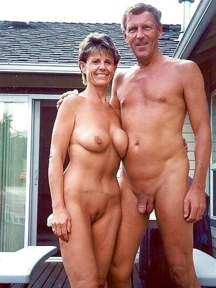 Пожилые голые муж и жена