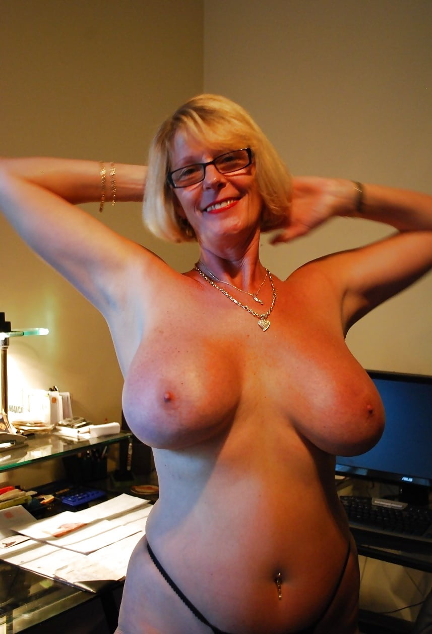 Euro granny pem lets her big old tits hang loose - 1 3