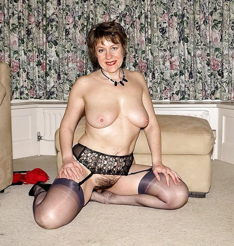 Зрелая голая мадам фото