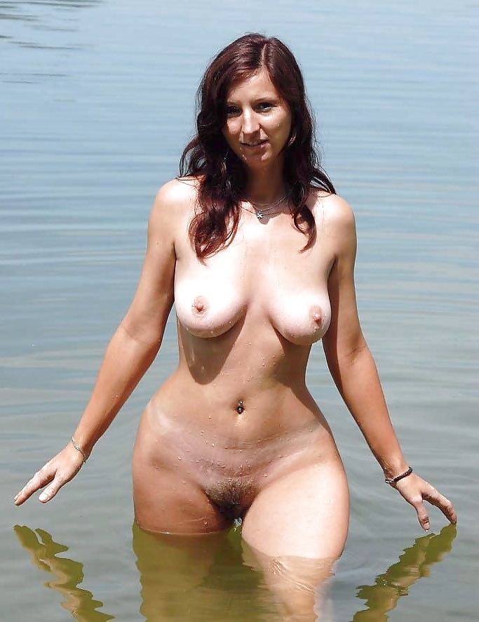 wide-hips-natural-nude