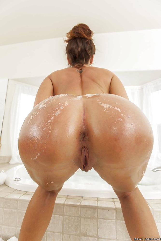 Latina bubble butt shower