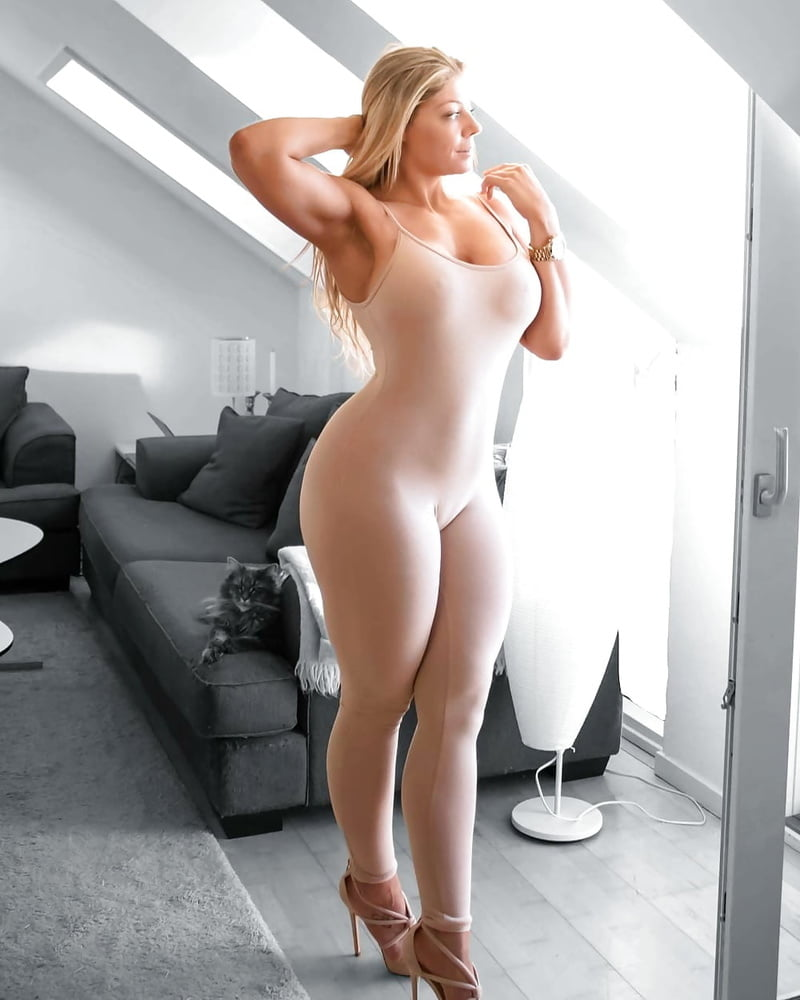 Blonde babes naked with big booty — photo 13