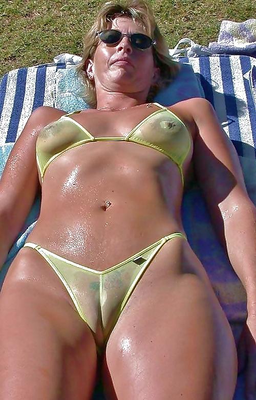 Секс фото зрелых дам в разноцветных купальниках смотреть, поимели пьяную порно видео