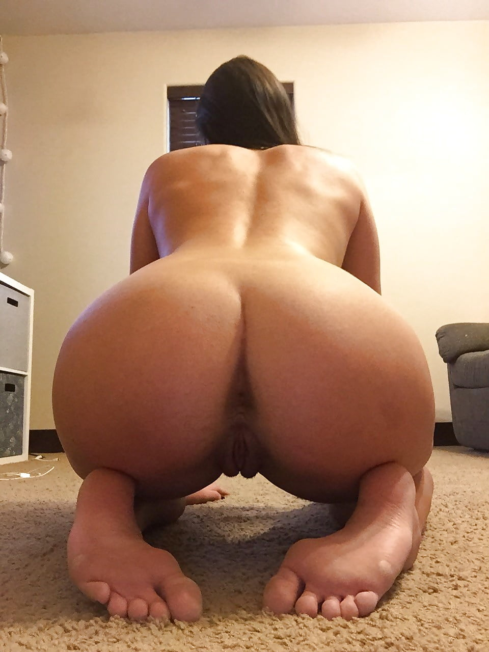 nude-girl-with-big-butt-bent-over
