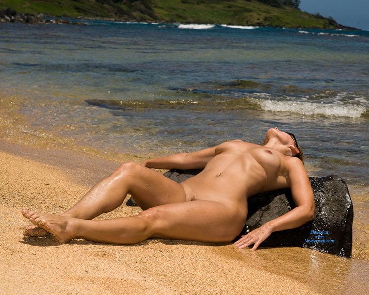 naked-girl-on-nude-beach-very-old-eskeleton-woman-fucking