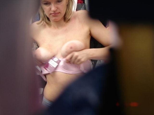 Видео бюстгальтер примеряет скрытая камера, напихали в пизду
