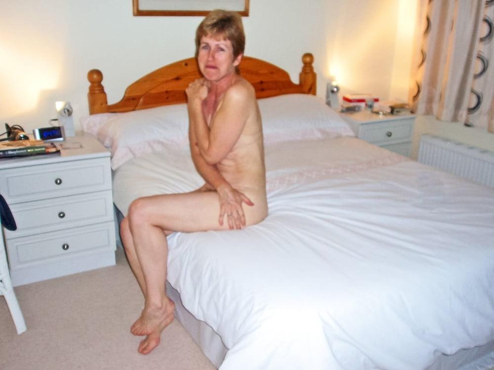 Publicc embarrassing accidental nudity