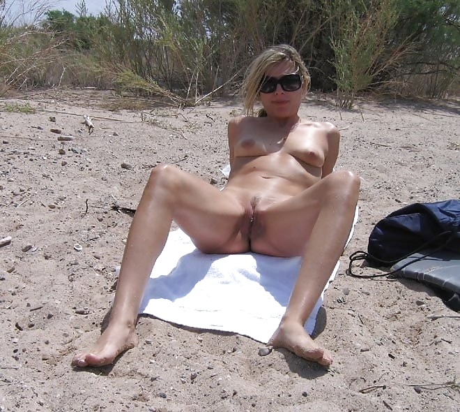 Amateur Nude At The Beach Nackt Am Strand Definit Manyvids 1