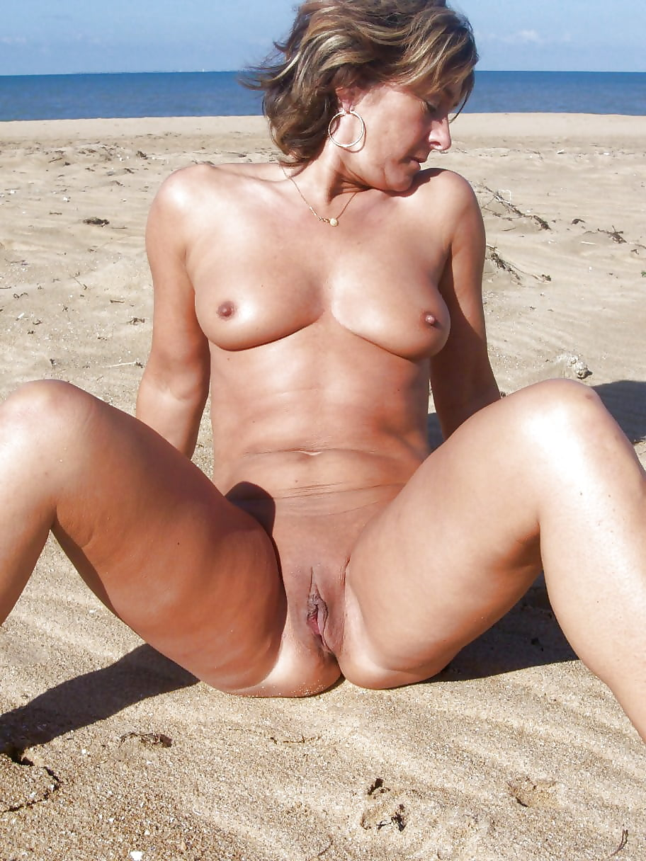 зрелая пизда на пляже - 13