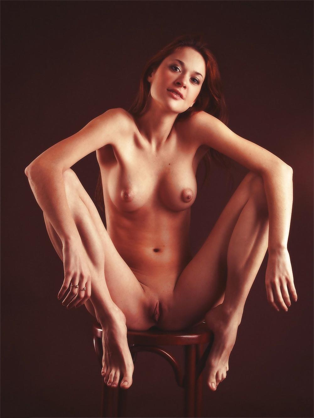 Бани голые девушки в студии большая