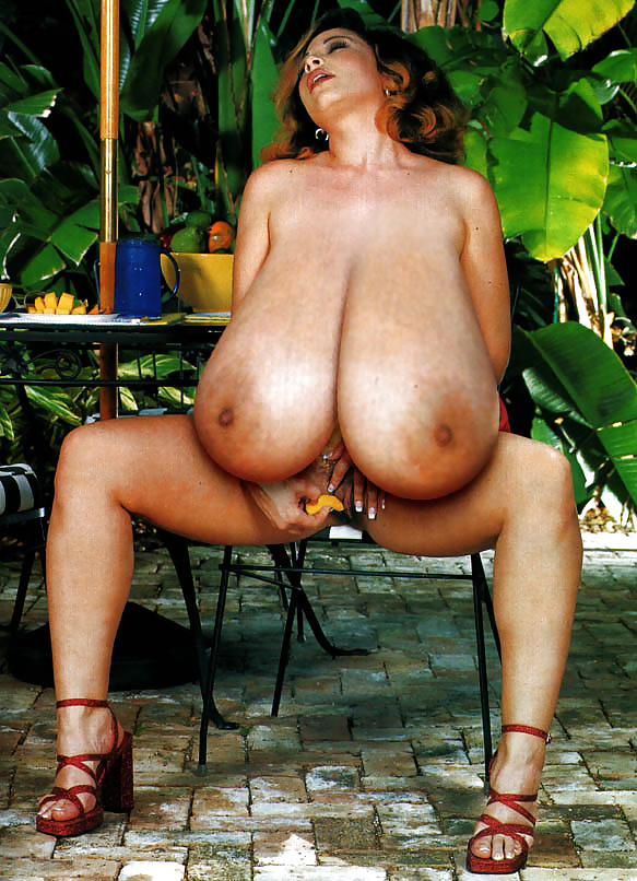 Unfaithful uk milf lady sonia shows off her monster melons