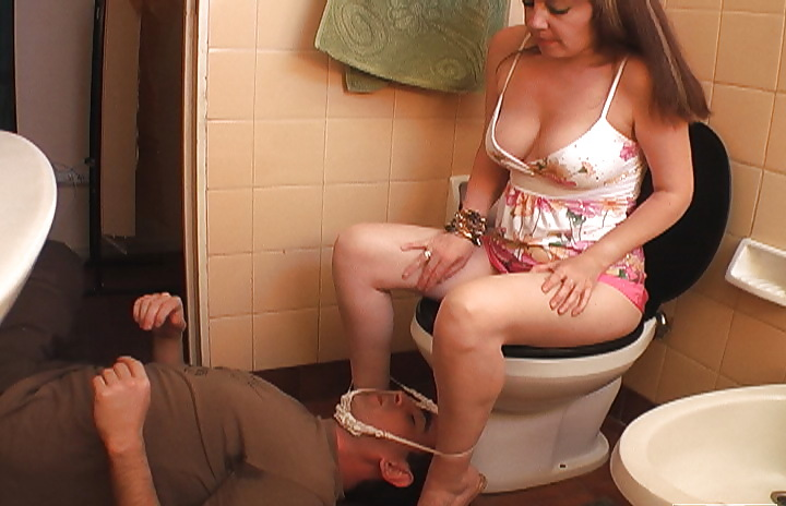 отлиз госпоже после туалета как осколок