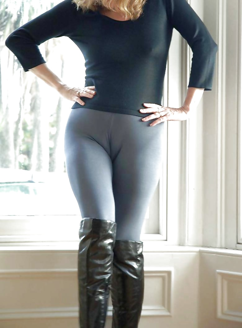 Девки на тянутах штанах лосины фото эротические фотки